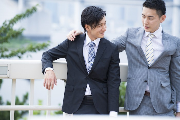 Businessman has teamed up with colleagues shoulder